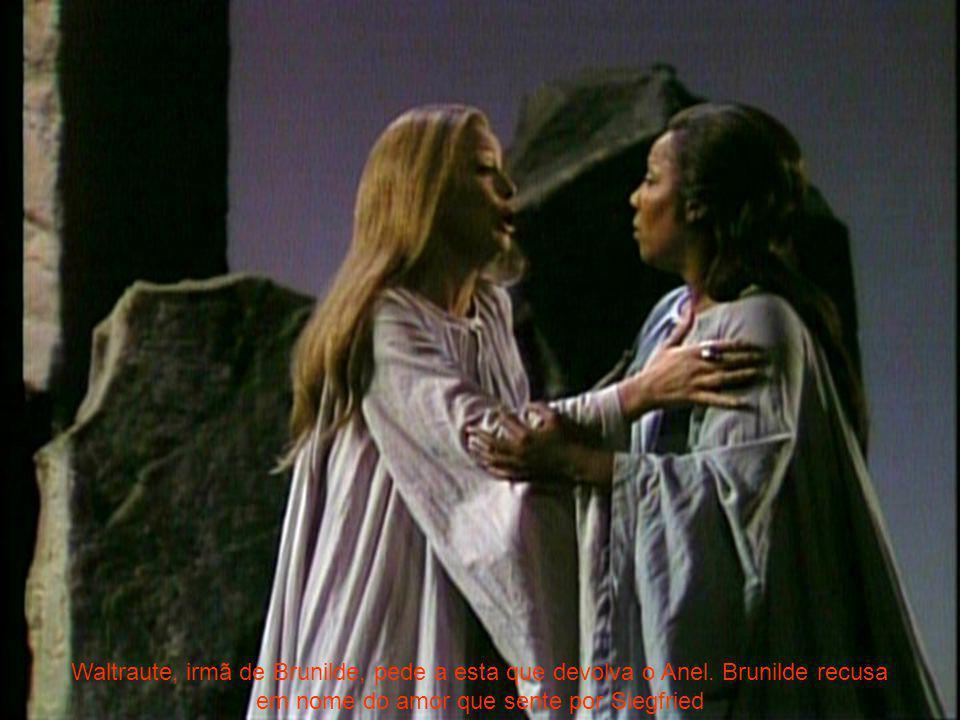 Waltraute, irmã de Brunilde, pede a esta que devolva o Anel. Brunilde recusa em nome do amor que sente por Siegfried