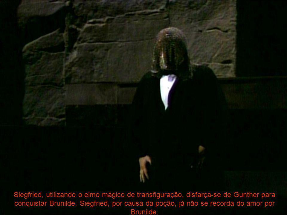 Siegfried, utilizando o elmo mágico de transfiguração, disfarça-se de Gunther para conquistar Brunilde. Siegfried, por causa da poção, já não se recor