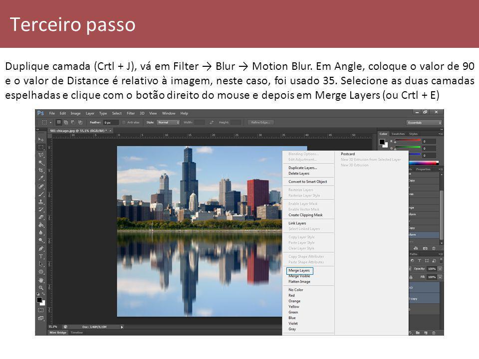Terceiro passo Duplique camada (Crtl + J), vá em Filter Blur Motion Blur. Em Angle, coloque o valor de 90 e o valor de Distance é relativo à imagem, n