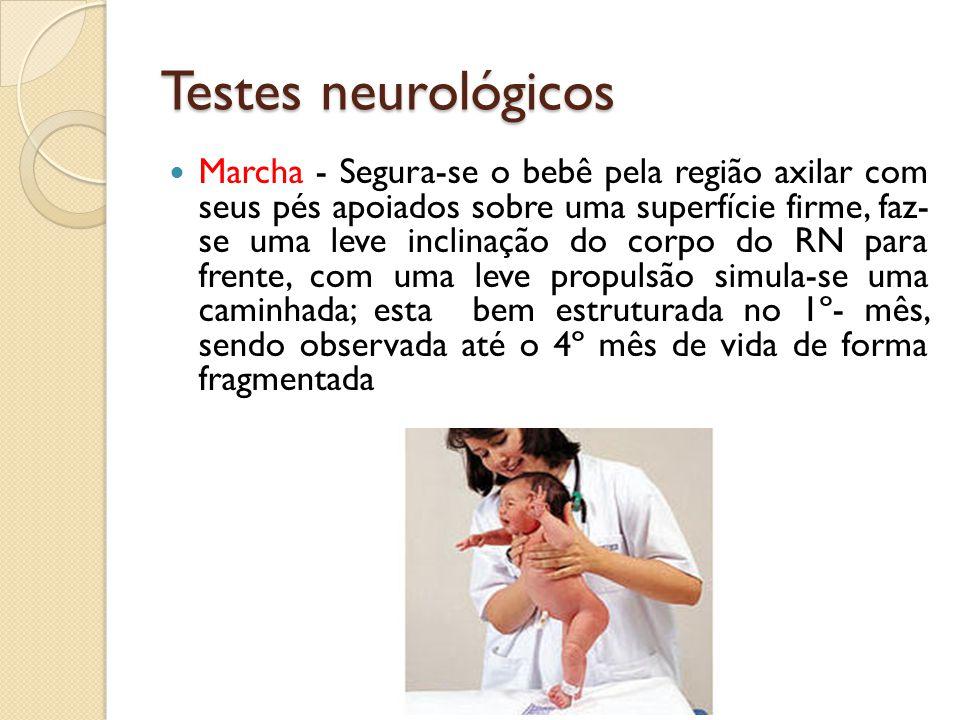Testes neurológicos Marcha - Segura-se o bebê pela região axilar com seus pés apoiados sobre uma superfície firme, faz- se uma leve inclinação do corp
