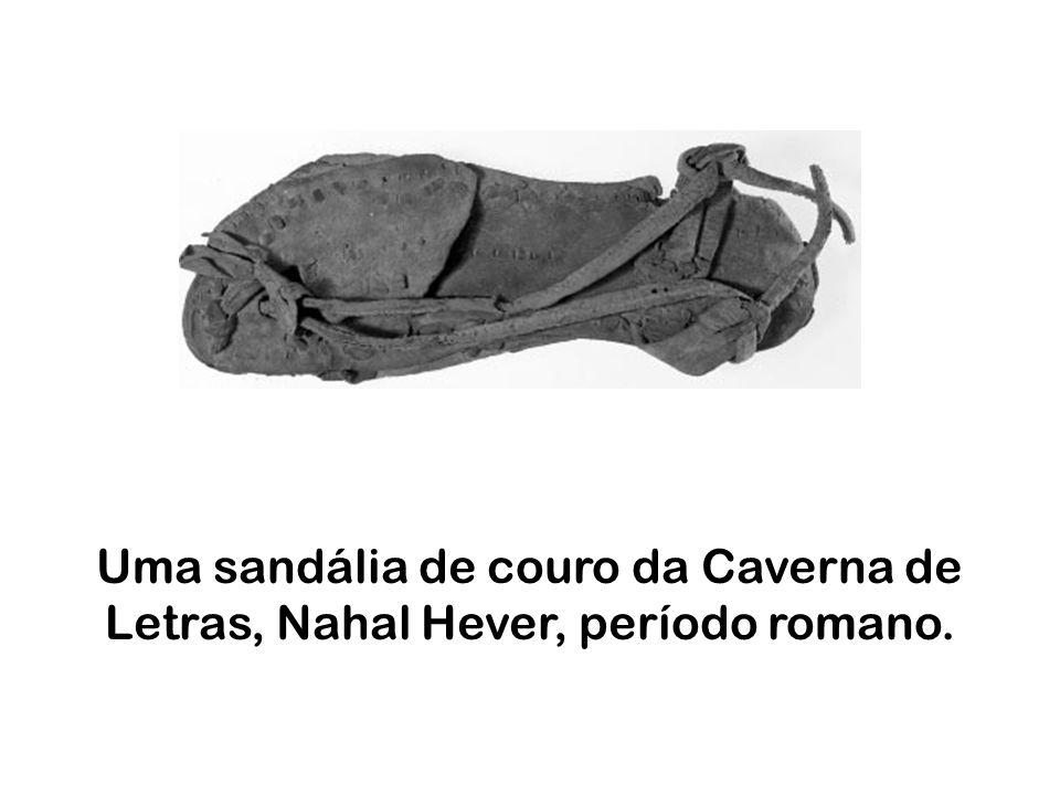 Uma sandália de couro da Caverna de Letras, Nahal Hever, período romano.