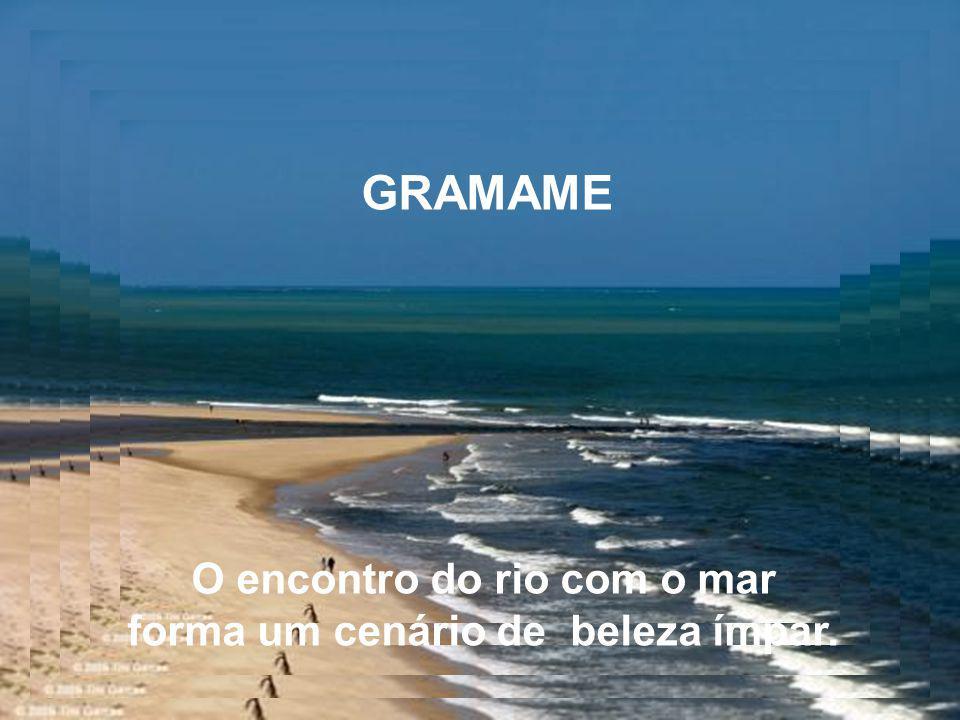 COQUEIRINHO É uma típica praia de lazer e contemplação.