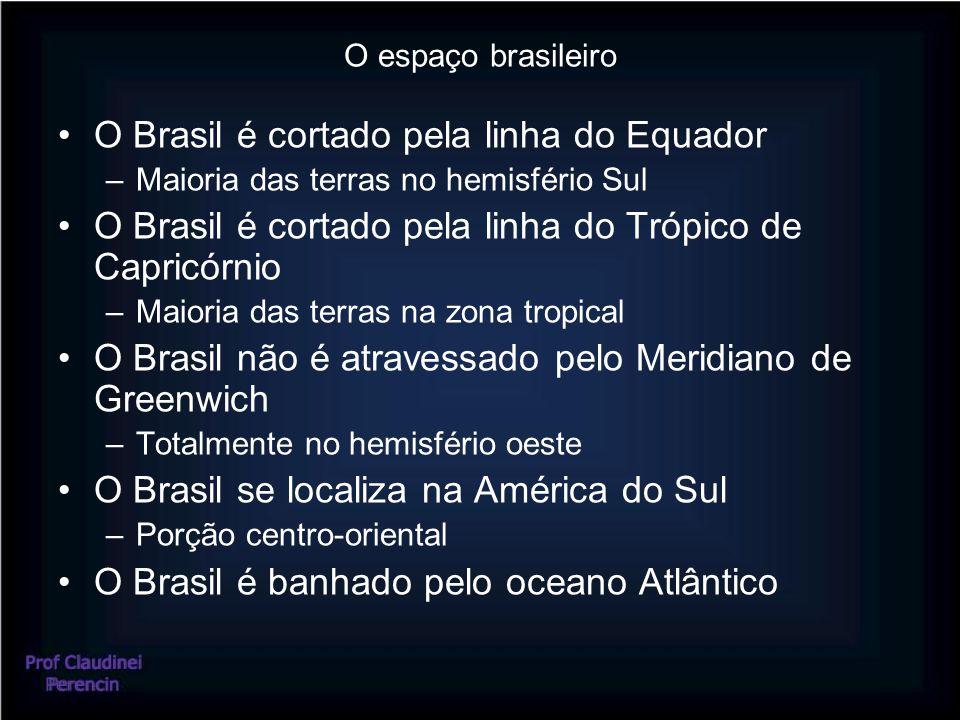 O espaço brasileiro O Brasil é cortado pela linha do Equador –Maioria das terras no hemisfério Sul O Brasil é cortado pela linha do Trópico de Capricó