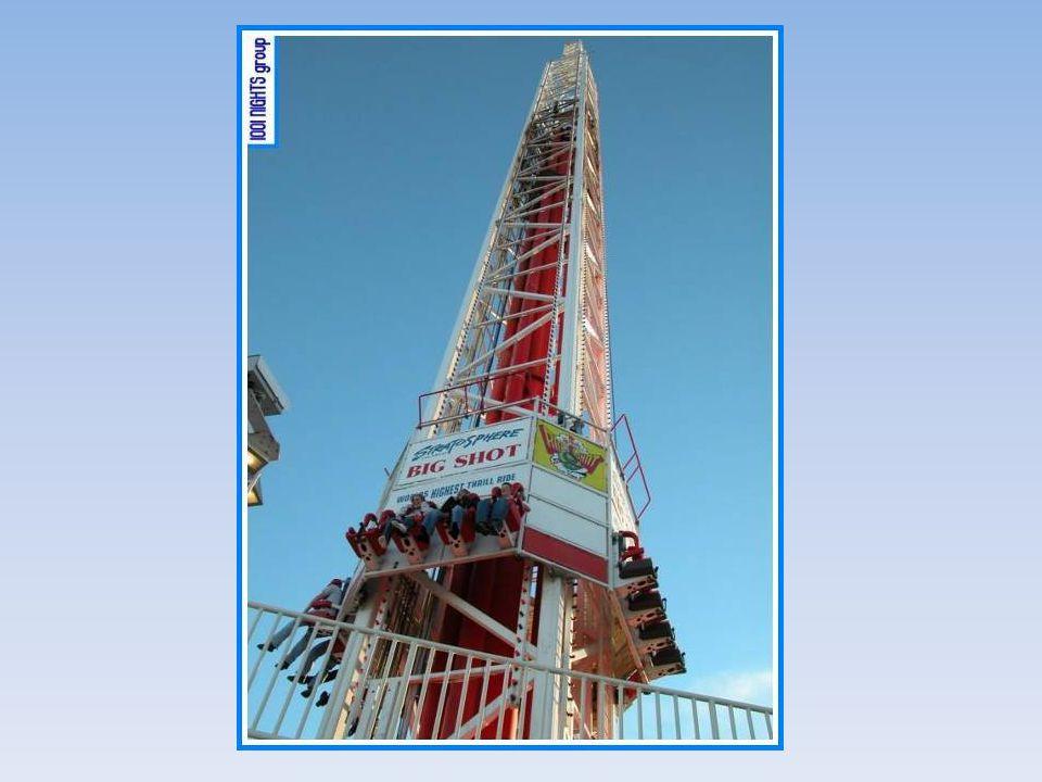 Uma segunda diversão é um elevador, que sobe até o limite superior e depois despenca até atingir o limite inferior, fazendo as pessoas sentirem o efei