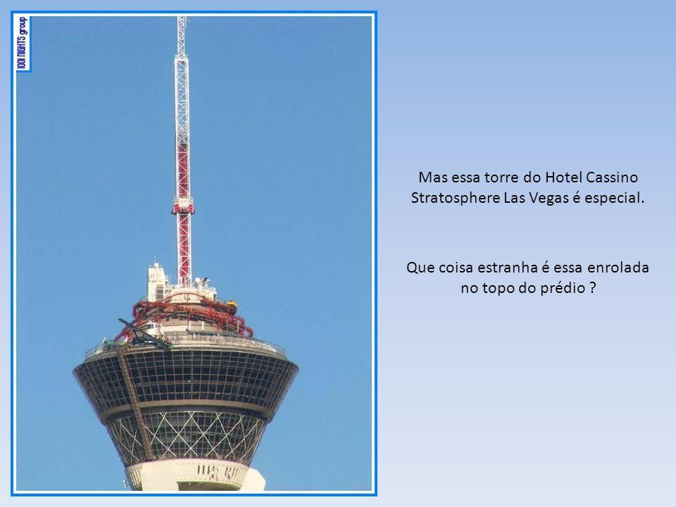 É uma torre panorâmica! Tudo bem, existem várias no mundo, inclusive no Brasil, claro que não desse porte e altura, mas existe. É a Torre da Brasil Te