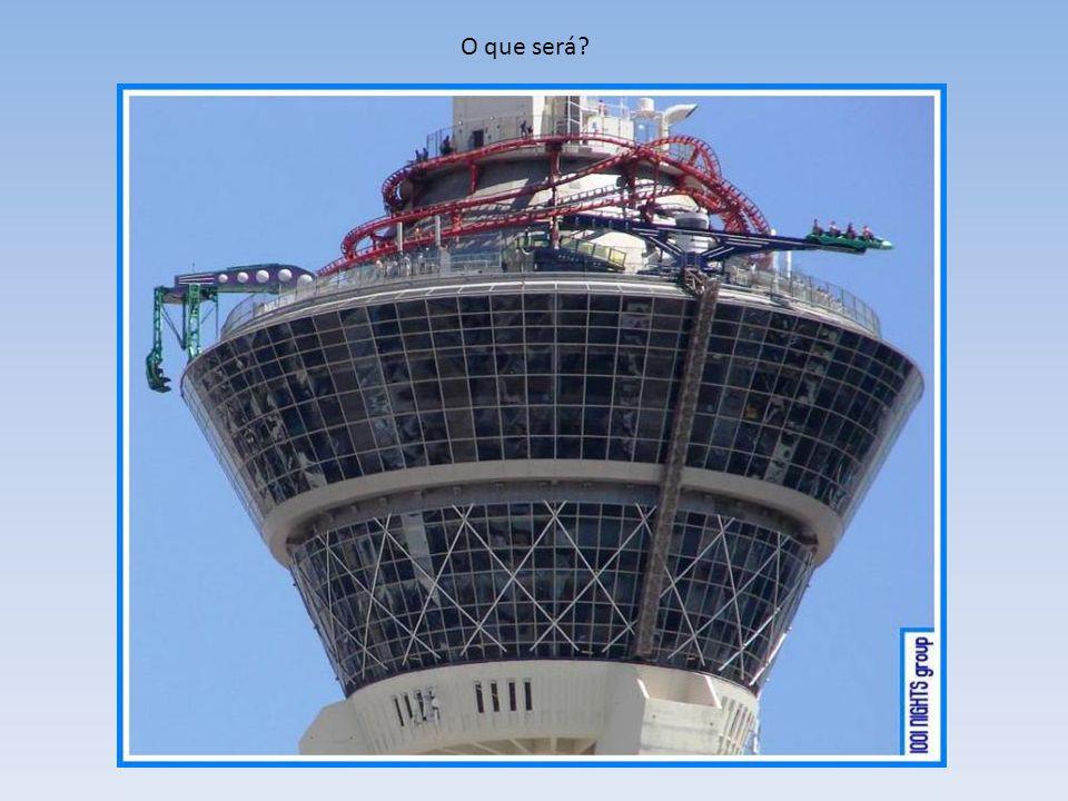 Que coisa estranha é essa enrolada no topo do prédio ? Mas essa torre do Hotel Cassino Stratosphere Las Vegas é especial.