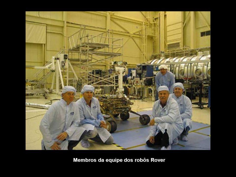 Membros da equipe dos robôs Rover