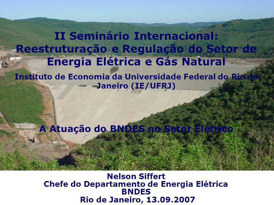 Sistema Interligado 4,000 km TL 230 kV : 37,322 km TL 345 kV : 9,215 km TL 440 kV : 7,003 km TL 500 kV : 25,223 km TL 600 cc : 1,612 km TL 750 kV : 2,683 km Total 81,610 km Fonte : MME (2005) Linhas de Transmissão (LT) Setor Elétrico Brasileiro