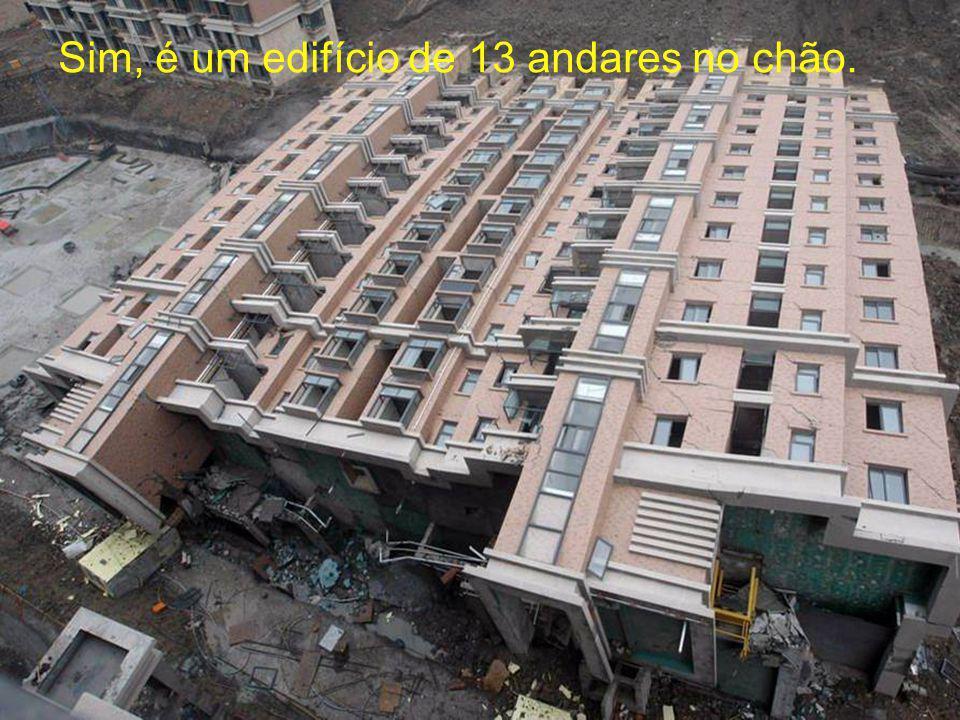 Eles construíram 13 andares diretamente na terra, sem alicerces, apenas plantada com pilares ocos com concreto armado.