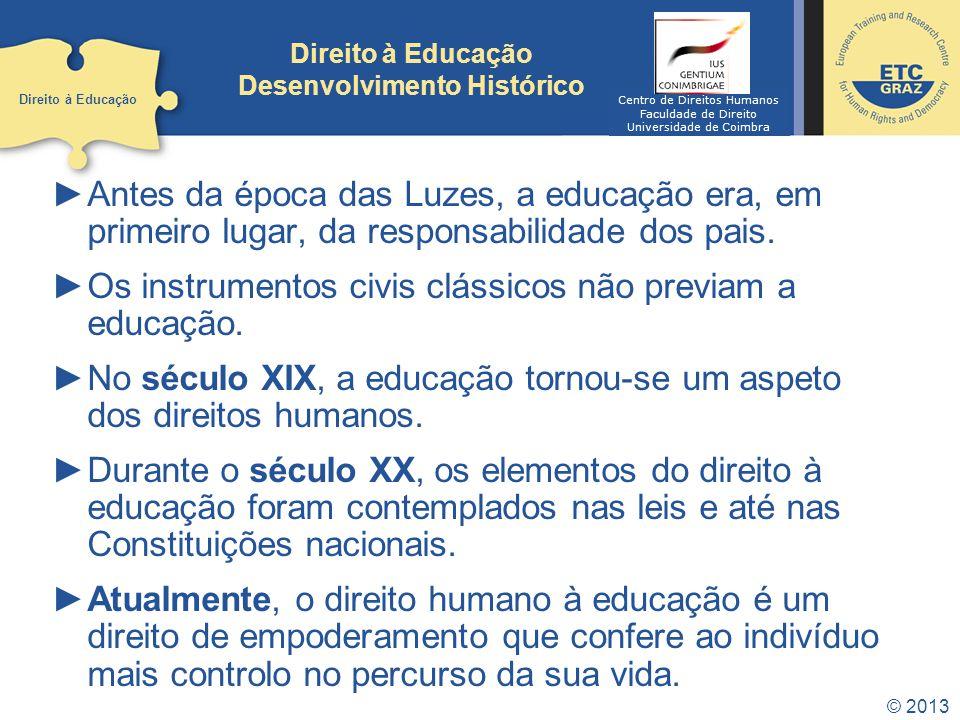 © 2013 Direito à Educação Desenvolvimento Histórico Antes da época das Luzes, a educação era, em primeiro lugar, da responsabilidade dos pais. Os inst
