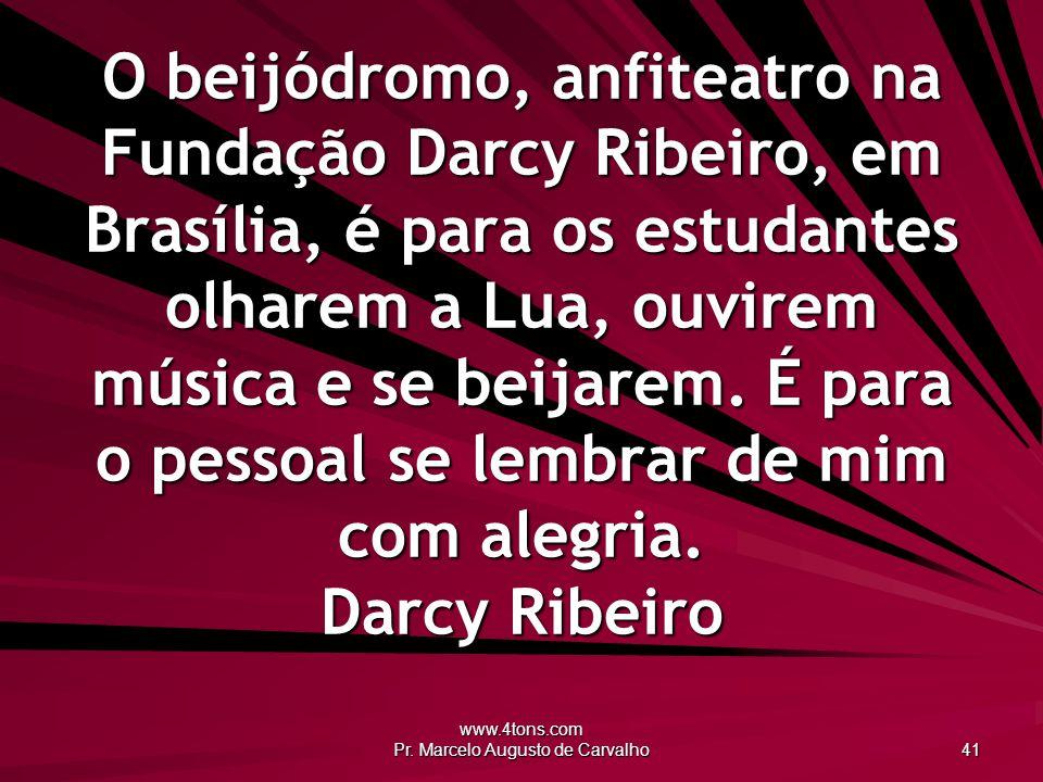 www.4tons.com Pr. Marcelo Augusto de Carvalho 41 O beijódromo, anfiteatro na Fundação Darcy Ribeiro, em Brasília, é para os estudantes olharem a Lua,