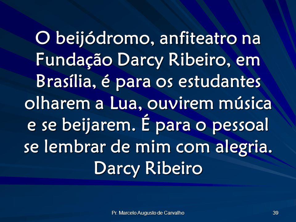 Pr. Marcelo Augusto de Carvalho 39 O beijódromo, anfiteatro na Fundação Darcy Ribeiro, em Brasília, é para os estudantes olharem a Lua, ouvirem música