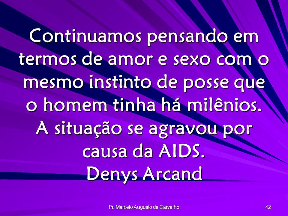 Pr. Marcelo Augusto de Carvalho 42 Continuamos pensando em termos de amor e sexo com o mesmo instinto de posse que o homem tinha há milênios. A situaç