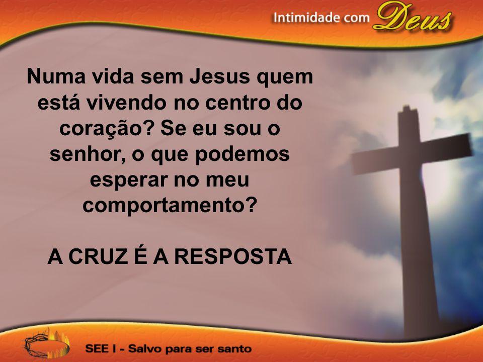 Numa vida sem Jesus quem está vivendo no centro do coração? Se eu sou o senhor, o que podemos esperar no meu comportamento? A CRUZ É A RESPOSTA
