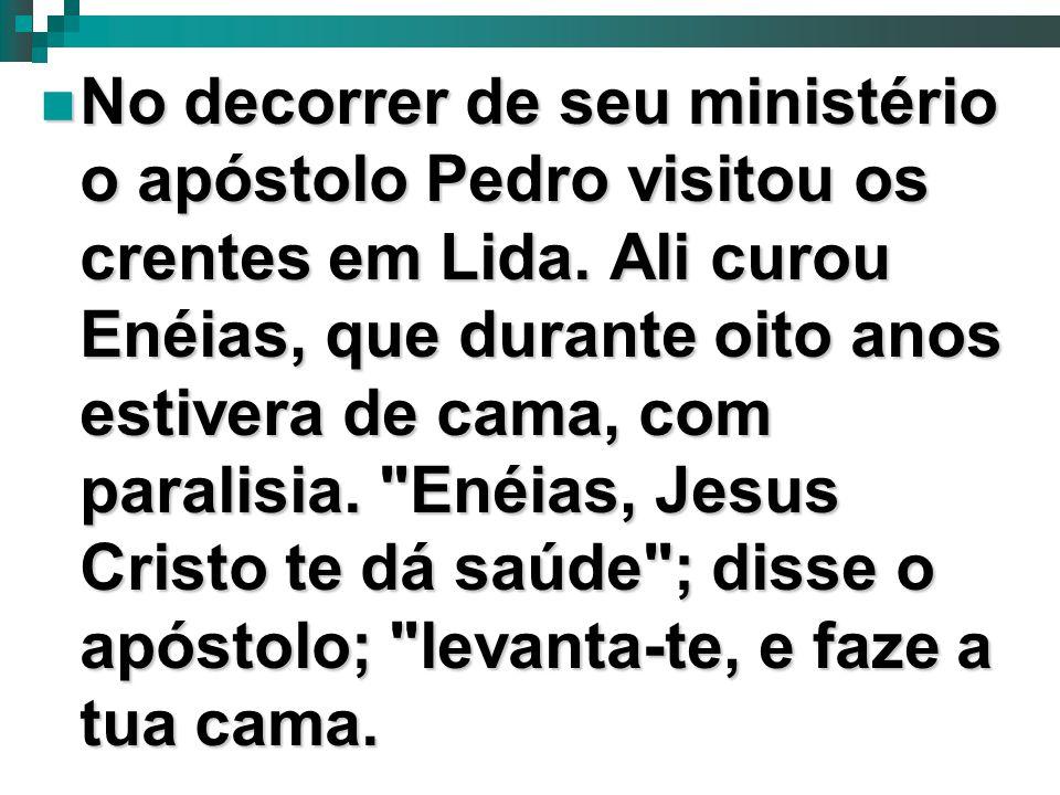 4 No decorrer de seu ministério o apóstolo Pedro visitou os crentes em Lida. Ali curou Enéias, que durante oito anos estivera de cama, com paralisia.