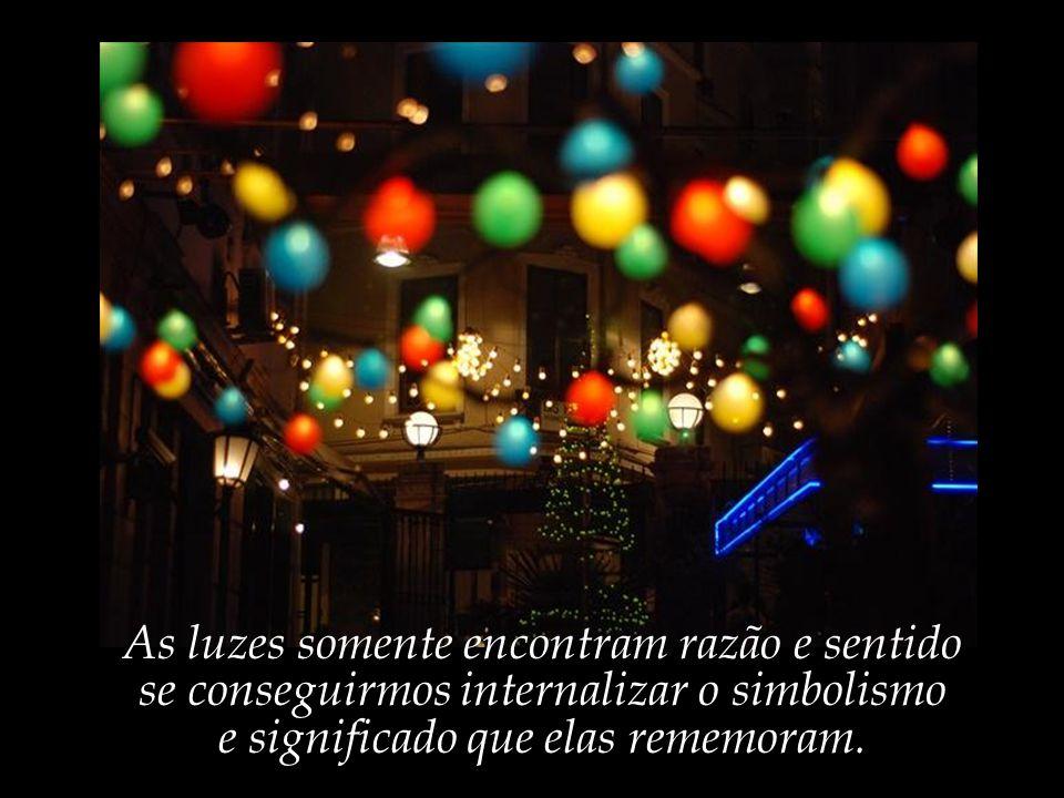 Mais um Natal se aproxima; Avenidas, ruas e lares se iluminam.
