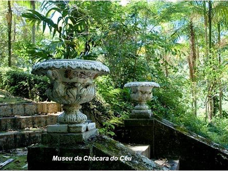Raymundo Castro Maya legou à Cidade o Museu Chácara do Céu que possui um acervo com destaque para pinturas, gravuras e aquarelas assinadas por Debret,
