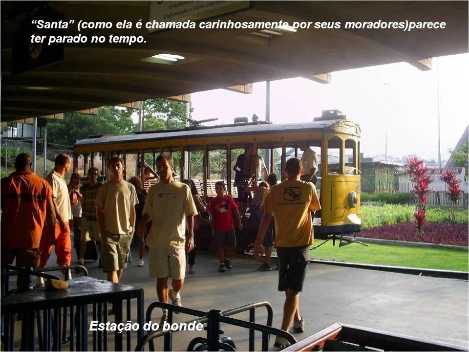 O bairro carioca de Santa Teresa,famoso por suas riquezas arquitetônicas e culturais, nasceu nos arredores do Convento das Carmelitas Descalças,no mor