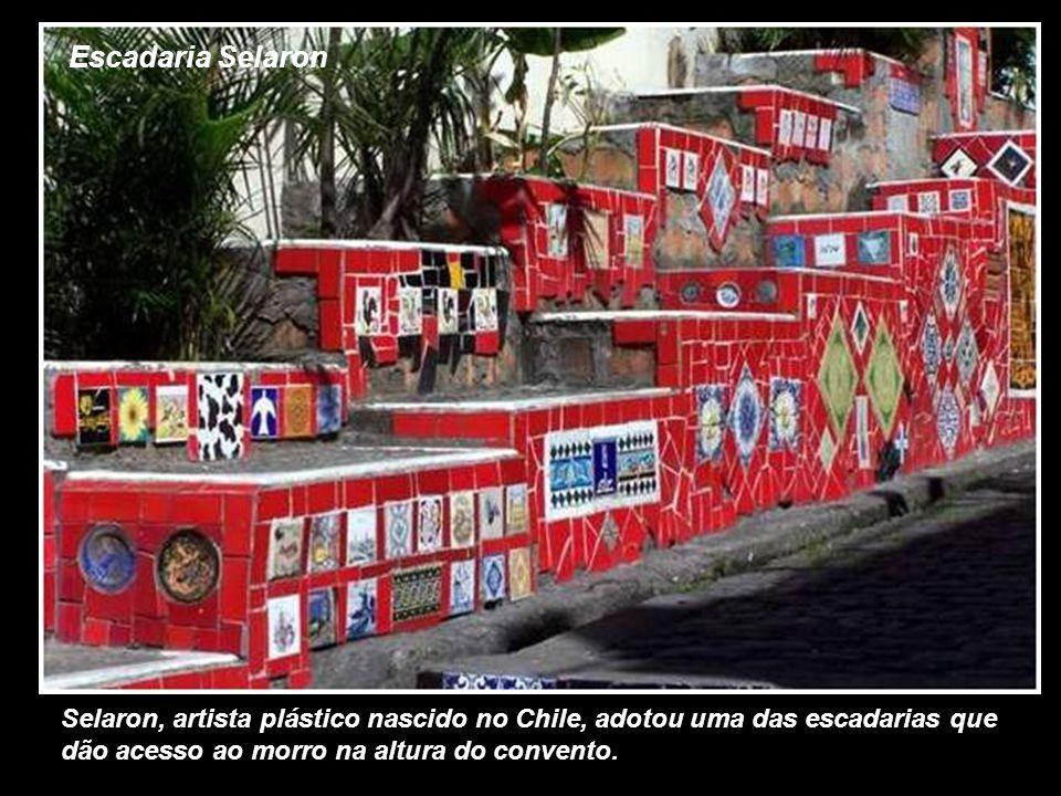 Escadaria Selaron Selaron, artista plástico nascido no Chile, adotou uma das escadarias que dão acesso ao morro na altura do convento.