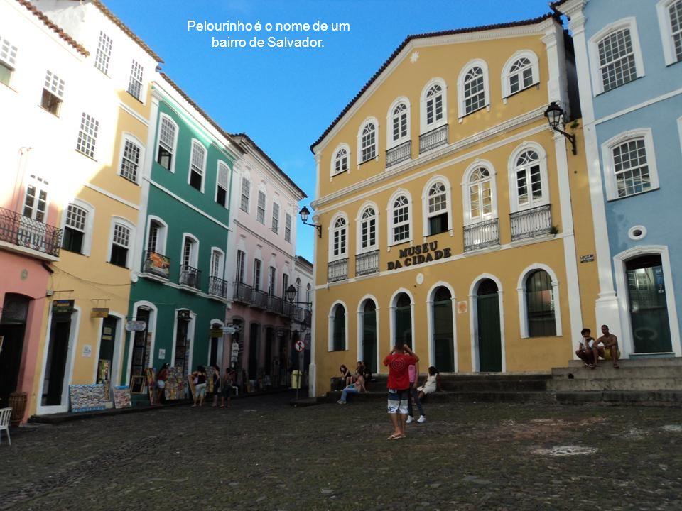 O Elevador Lacerda é um dos principais pontos turísticos e cartão postal de Salvador.