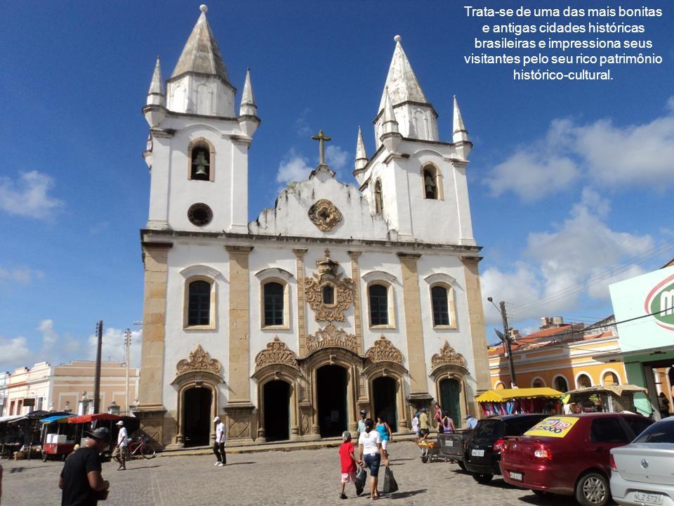 Suas igrejas, conventos e palacetes dos séculos XVII e XVIII proporcionam uma verdadeira viagem ao passado do Brasil colonial.
