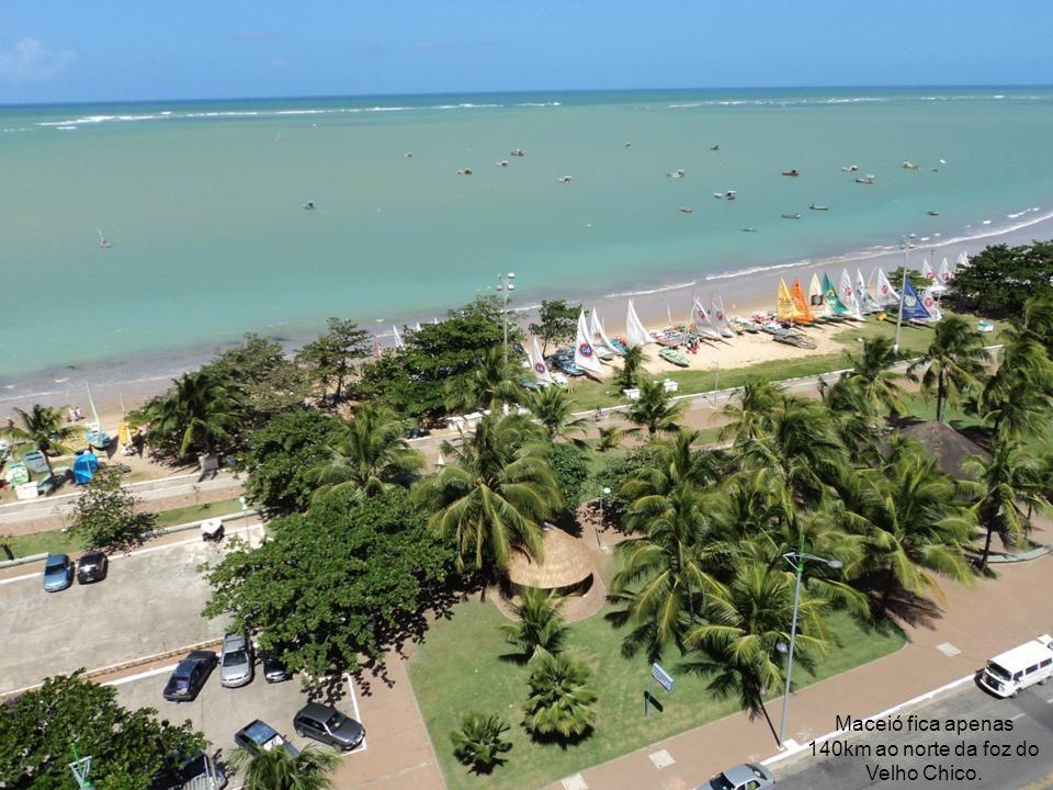 Salvador fica a 320km ao sul de Aracaju.