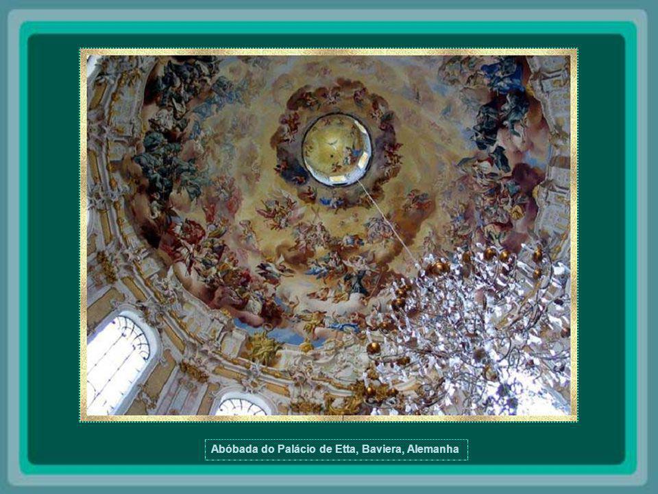 Abóbada da Catedral de Santo Isaac - São Petersburgo A Catedral de Santo Isaac é o maior edifício religioso de São Petersburgo.
