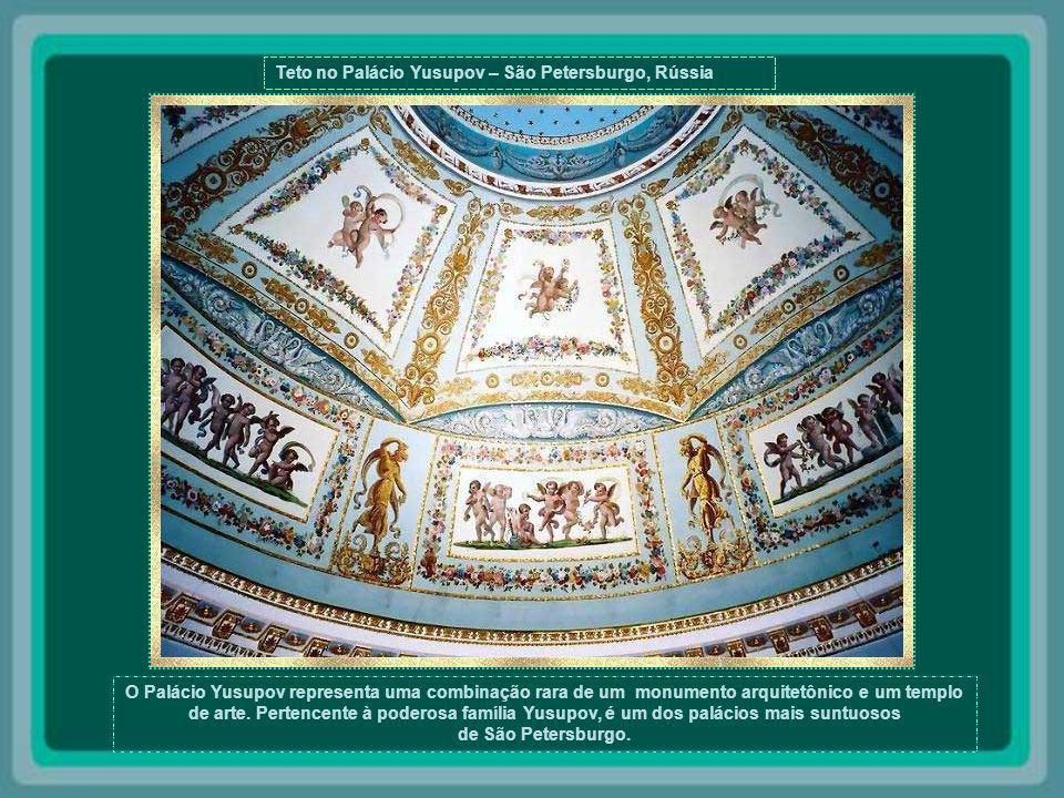 Abóbada do Palácio de Topkai - Istambul - Turquia Por quatro séculos, o Palácio de Topkai, construído em 1453, foi a residência dos Sultãos Otomanos Turcos, que lá viveram até o século XIX.