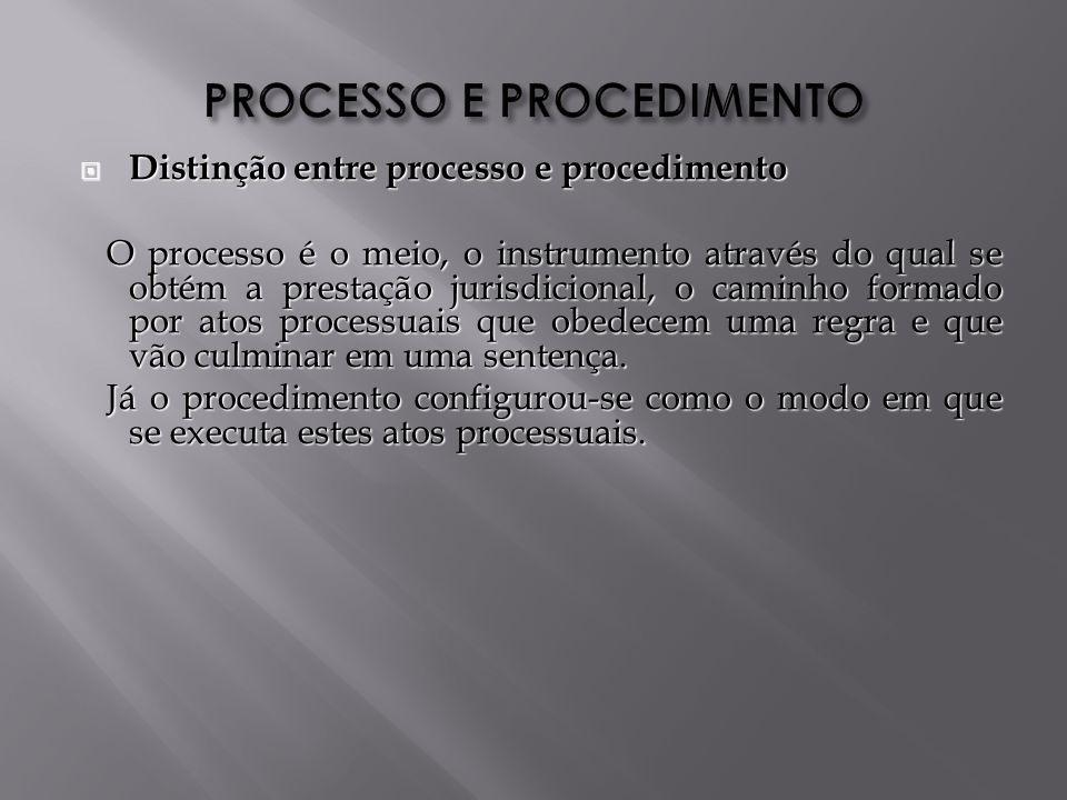 Distinção entre processo e procedimento Distinção entre processo e procedimento O processo é o meio, o instrumento através do qual se obtém a prestação jurisdicional, o caminho formado por atos processuais que obedecem uma regra e que vão culminar em uma sentença.