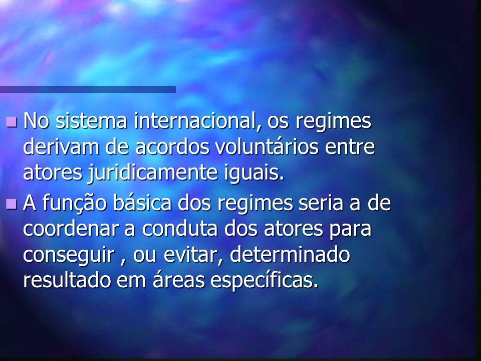 No sistema internacional, os regimes derivam de acordos voluntários entre atores juridicamente iguais.