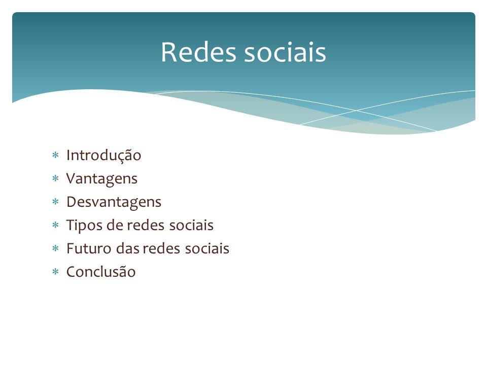 Primeira rede social: classmates.com Data: 1995 Origem: nos EUA Fundadores da primeira rede social: Randy Conrads Objetivo: conectar com amigos de faculdade Redes sociais: introdução