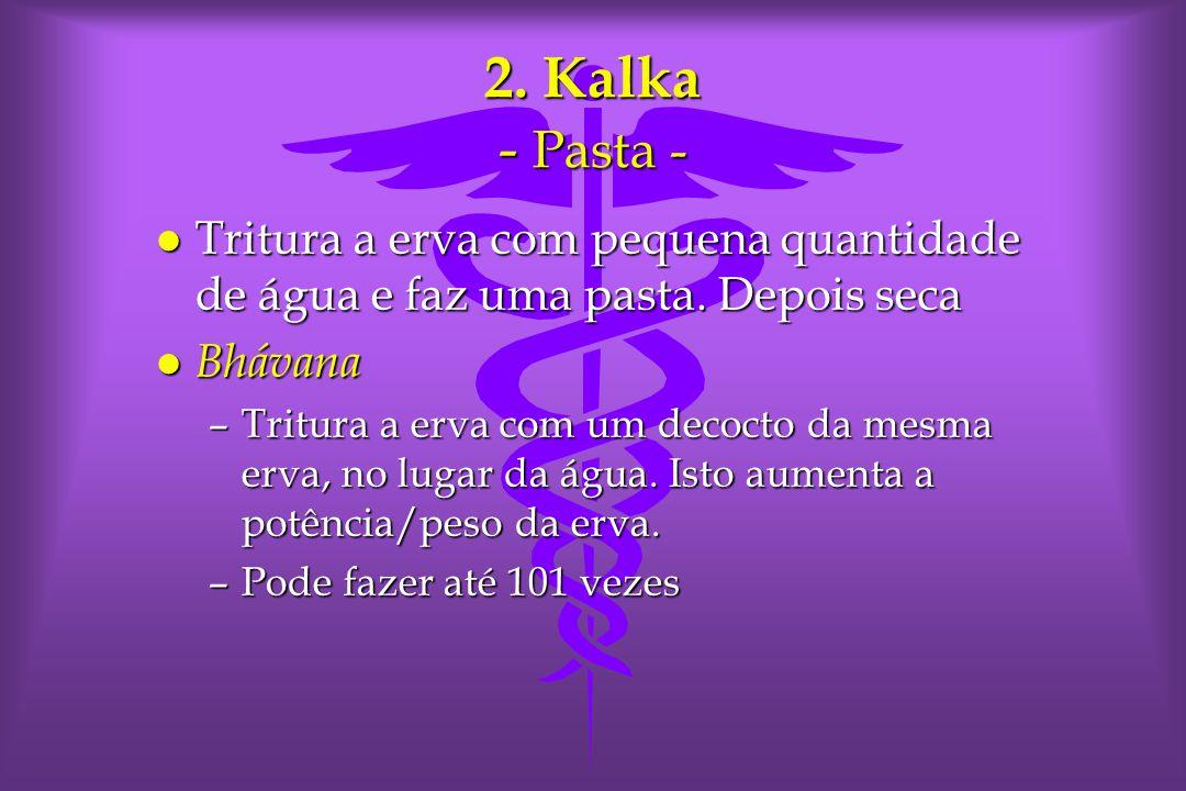 2.Kalka - Pasta - l Tritura a erva com pequena quantidade de água e faz uma pasta.