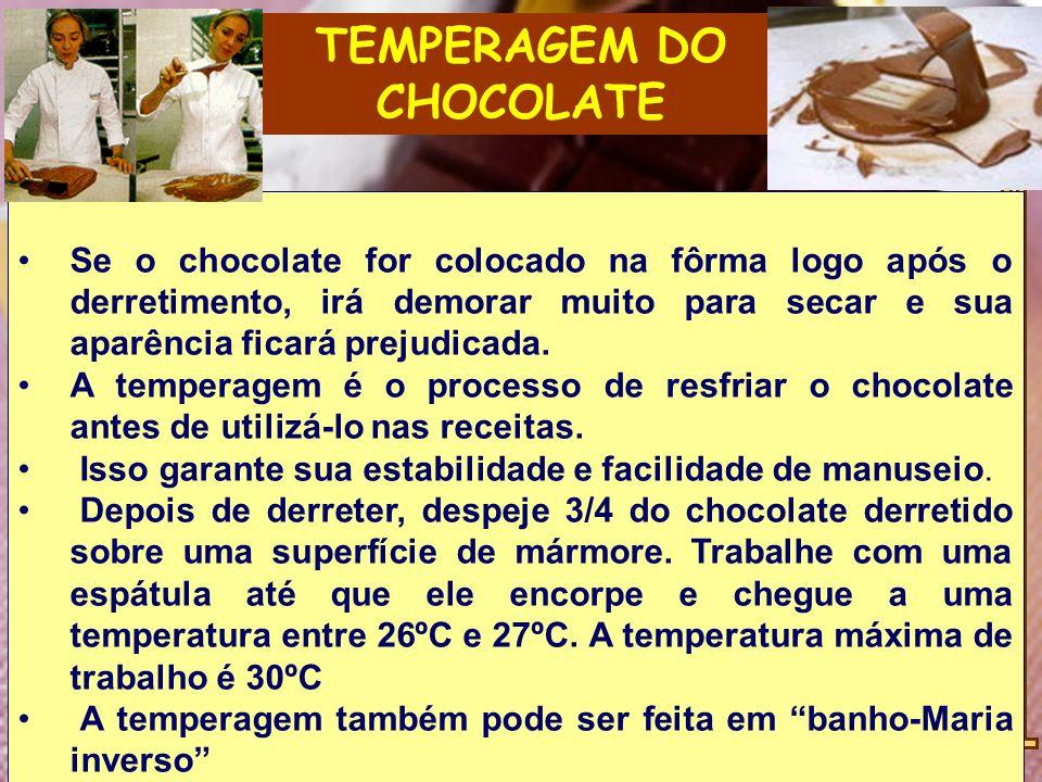 TEMPERAGEM DO CHOCOLATE Se o chocolate for colocado na fôrma logo após o derretimento, irá demorar muito para secar e sua aparência ficará prejudicada.
