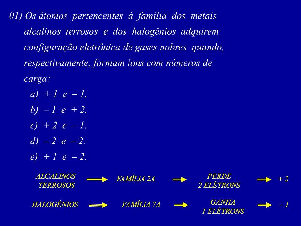 01) Os átomos pertencentes à família dos metais alcalinos terrosos e dos halogênios adquirem configuração eletrônica de gases nobres quando, respectiv