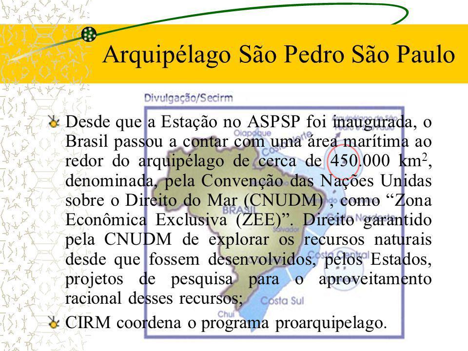 Arquipélago São Pedro São Paulo Características Gerais: Formado por pequenas ilhas rochosas, formadas a partir de uma falha tectônica; Localizado a 00º 56N 29º22W a cerca de 1000 km de Natal, RN; Região de atuação da ZCIT.