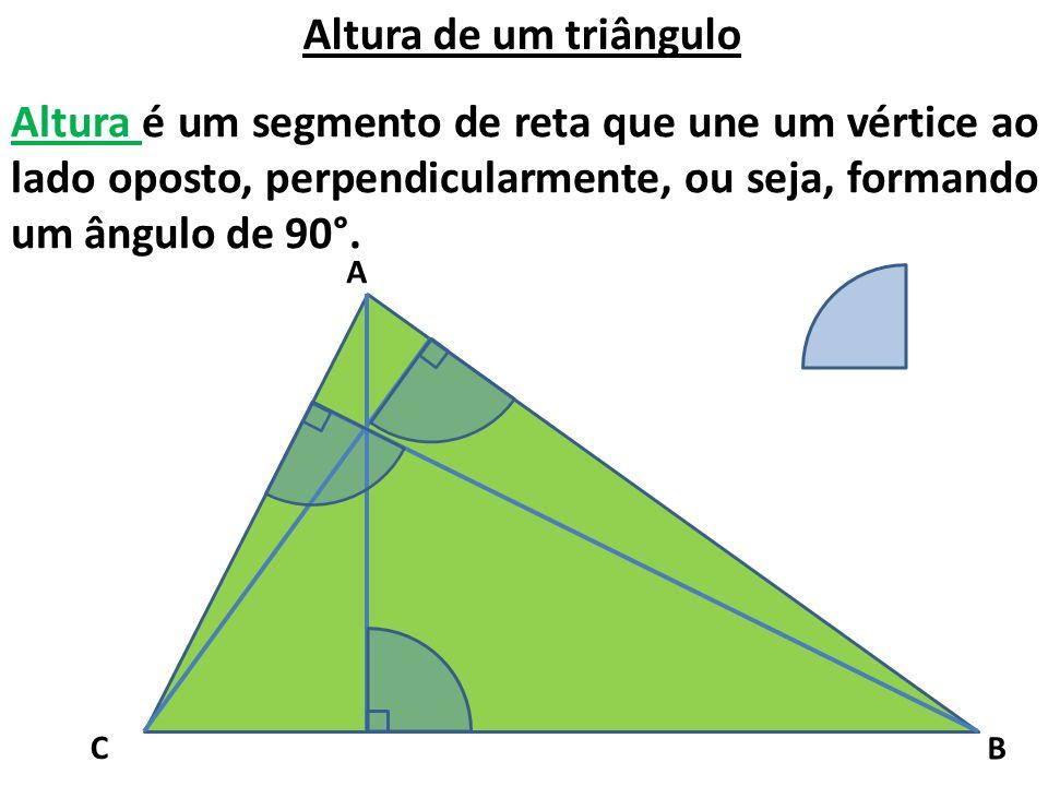 Altura de um triângulo Altura é um segmento de reta que une um vértice ao lado oposto, perpendicularmente, ou seja, formando um ângulo de 90°. A C B