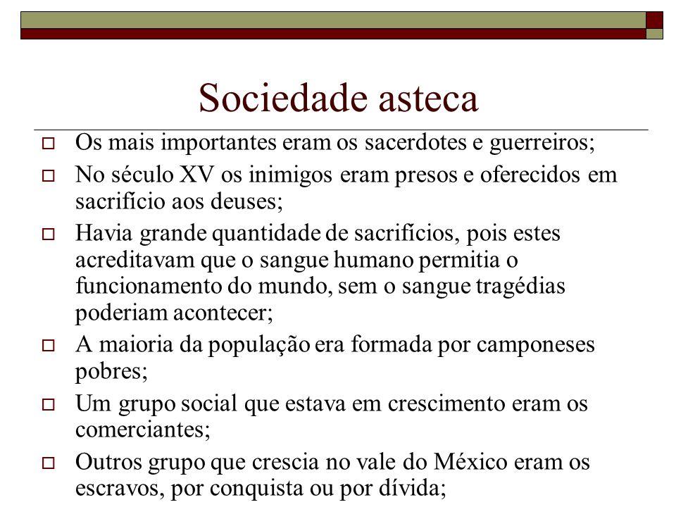 Sociedade asteca Os mais importantes eram os sacerdotes e guerreiros; No século XV os inimigos eram presos e oferecidos em sacrifício aos deuses; Havi