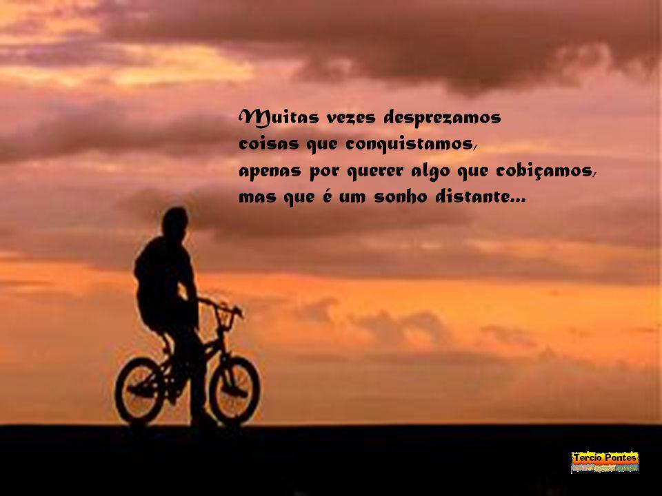 Viver com aquilo que temos, sem sofrer por algo que queremos... O impossível desejar, sempre será um constante penar...