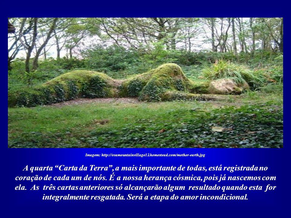 Imagem: http://osamountainvillage12.homestead.com/mother-earth.jpg Existem três Cartas da Terra. A primeira é o Hino ao Sol, do Faraó Akhenaton, da XV