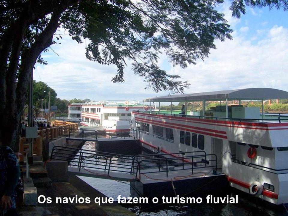 A Eclusa permite a navegação fluvial de embarcações para transporte de carga e exploração do turismo, com transporte de passageiros.