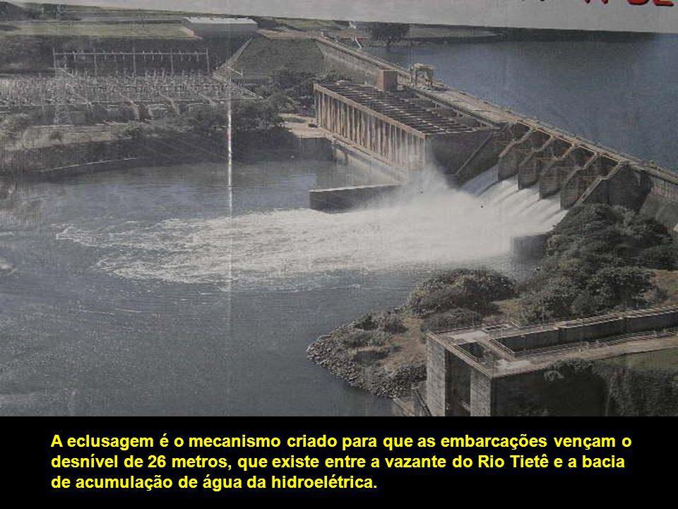 Foi a primeira da América do Sul a ser explorada turisticamente, possuindo 142 kms de comprimento, 12 ms.de largura e 25 ms.de desnível máximo.