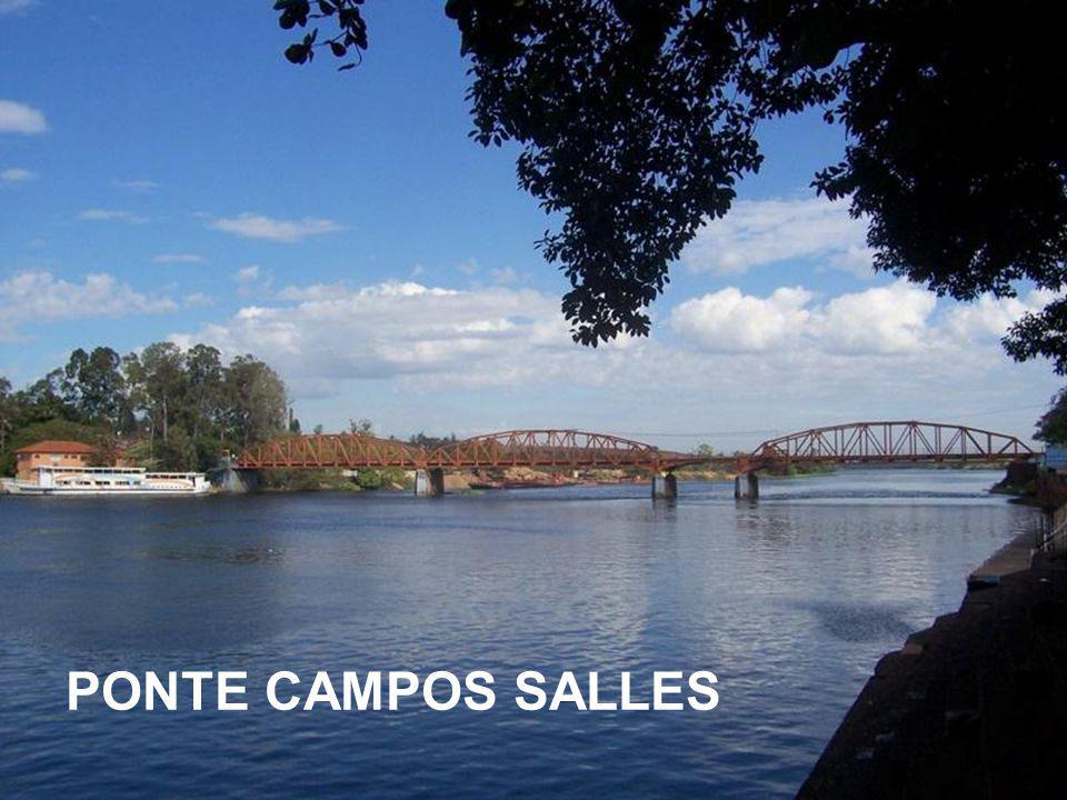 A eclusagem é o mecanismo criado para que as embarcações vençam o desnível de 26 metros, que existe entre a vazante do Rio Tietê e a bacia de acumulaç