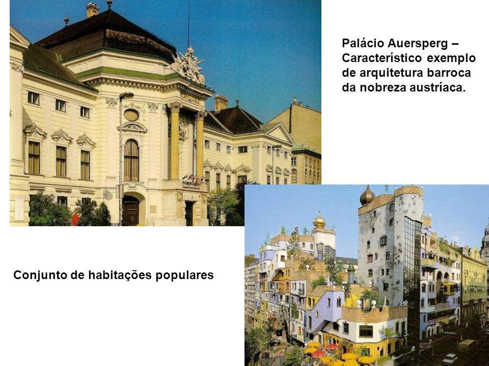 COLUNA DA PESTE – monumento Altar de ação de graças,em estilo barroco,santificado à Santíssima Trindade,em memória da epidemia de 1679.