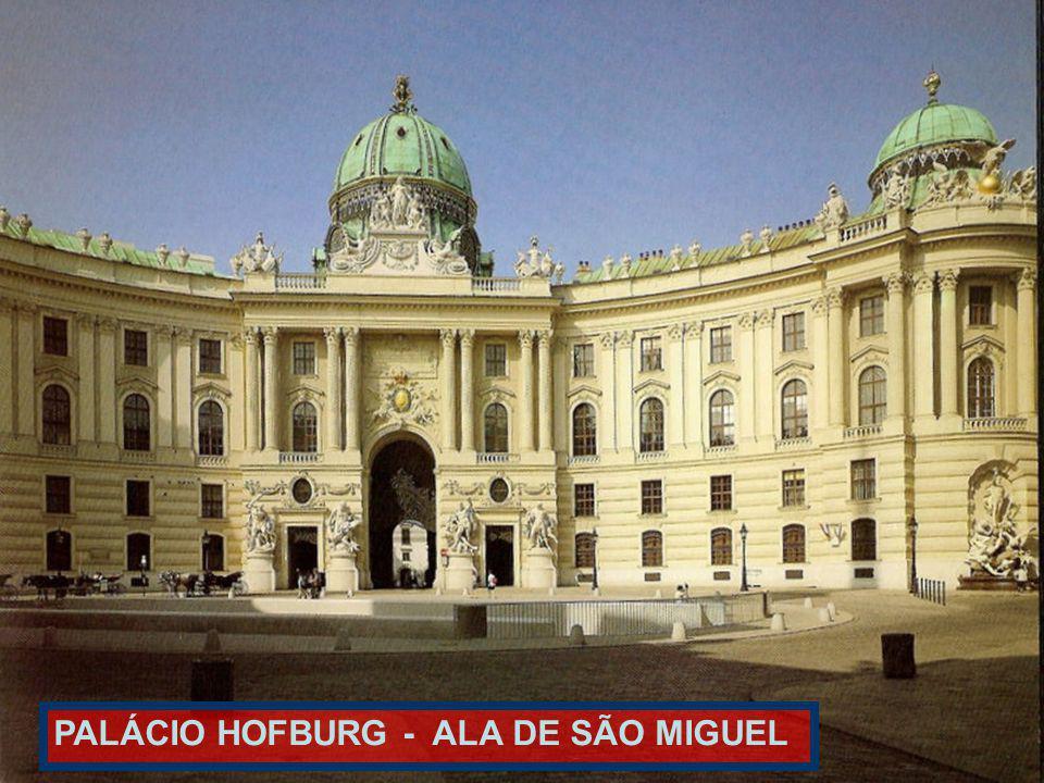 PALÁCIO IMPERIAL HOFBURG A direita,os aposentos imperiais de FRANCISCO JOSÉ E DA IMPERATRIZ SISSI.