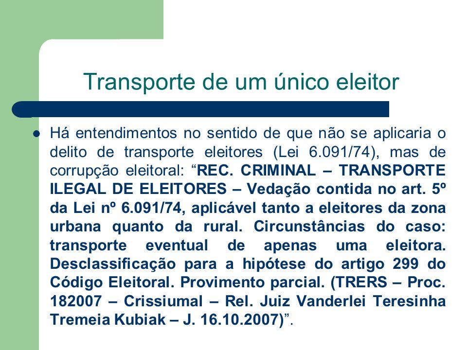 Transporte de um único eleitor Há entendimentos no sentido de que não se aplicaria o delito de transporte eleitores (Lei 6.091/74), mas de corrupção e