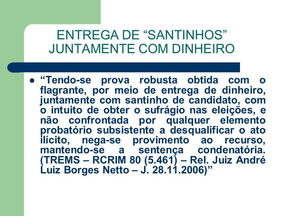 ENTREGA DE SANTINHOS JUNTAMENTE COM DINHEIRO Tendo-se prova robusta obtida com o flagrante, por meio de entrega de dinheiro, juntamente com santinho d