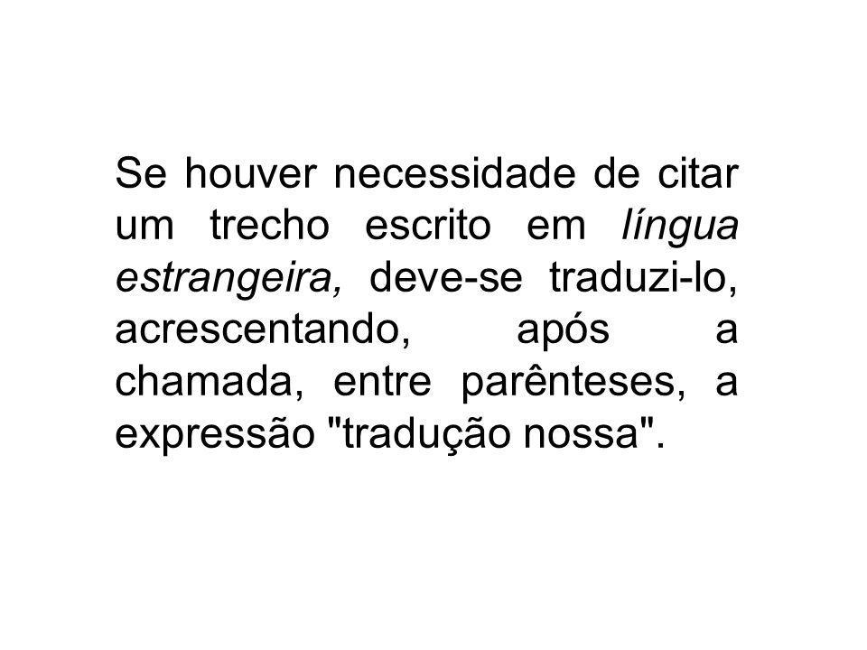 Se houver necessidade de citar um trecho escrito em língua estrangeira, deve-se traduzi-lo, acrescentando, após a chamada, entre parênteses, a express