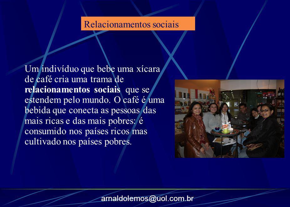 arnaldolemos@uol.com.br Um indivíduo que bebe uma xícara de café cria uma trama de relacionamentos sociais que se estendem pelo mundo. O café é uma be
