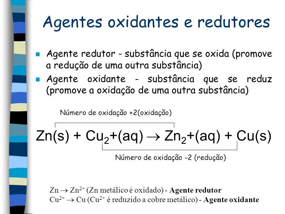 Agentes oxidantes e redutores n Agente redutor - substância que se oxida (promove a redução de uma outra substância) n Agente oxidante - substância qu