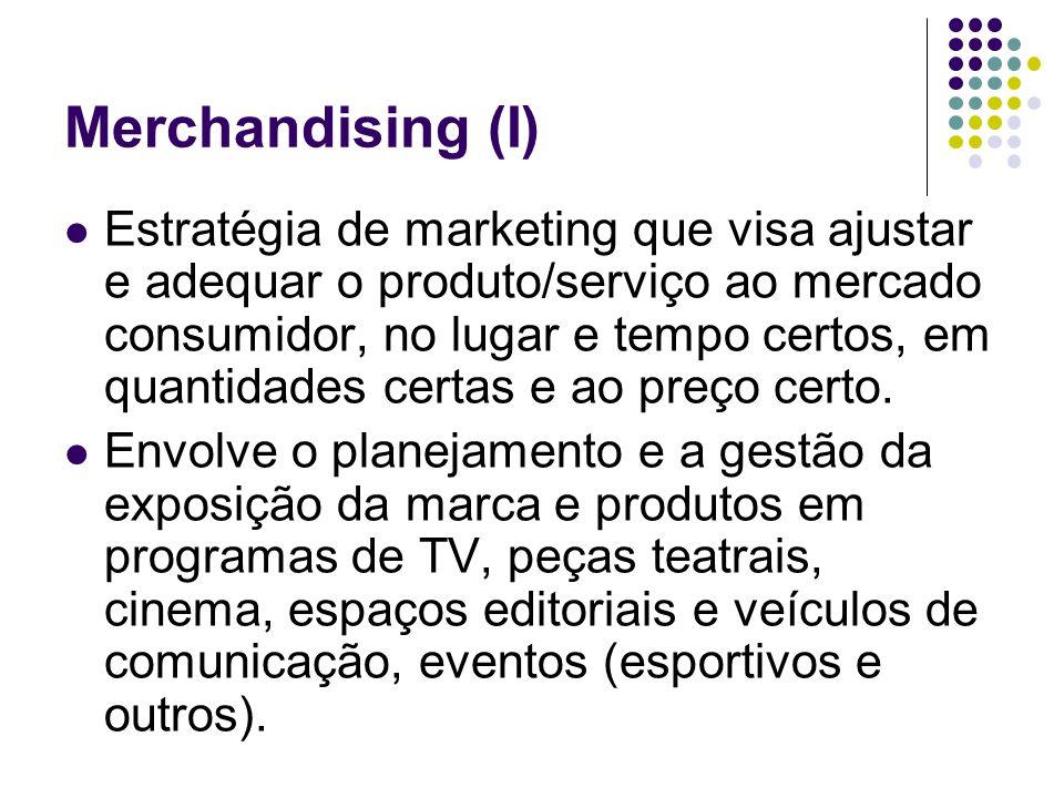 Merchandising (I) Estratégia de marketing que visa ajustar e adequar o produto/serviço ao mercado consumidor, no lugar e tempo certos, em quantidades